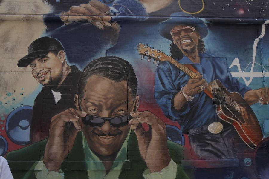 New mural on ben s chili bowl wall features donnie simpson for Chuck brown mural